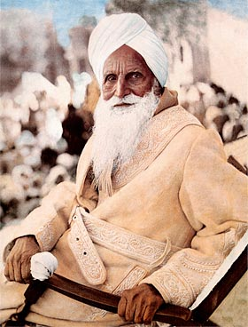 Dia5-1143-(S58)--Sawan-Singh--in-a-chair