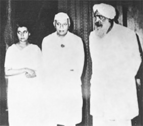Sant Kirpal Singh with Prime Minister Jawaharlal Nehru and his daughter Mrs Indira Gandhi, September 1962