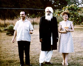 Kirpal-Singh,-with-disciples-USA-1963