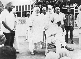 Sant Kirpal Singh holding Satsang in Sawan Ashram after operation - Dr Harbhajan Singh standing far left