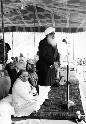 Sant Kirpal Singh giving His presidential speech, 26 February, 1965