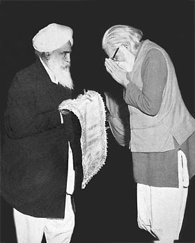 Union Minister Jaganath Rao and Sant Kirpal Singh, 1969