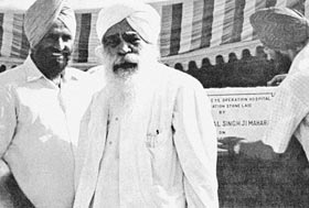 Sant Kirpal Singh with Dr Harbhajan Singh, laying the foundation stone 1973