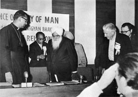 Dr Angelo Fernandes, Roman Catholic Archbishop, welcomes Sant Kirpal Singh to the Panel Conference on Religious Unity, 4 February, 1974