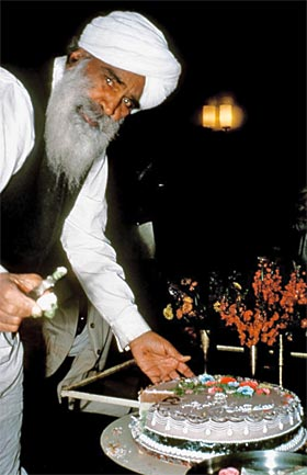 Kirpal-Singh,-cutting-a-birthday-cake_resize