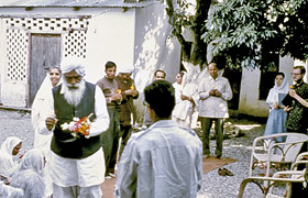 Sant Kirpal Singh distributing flowers